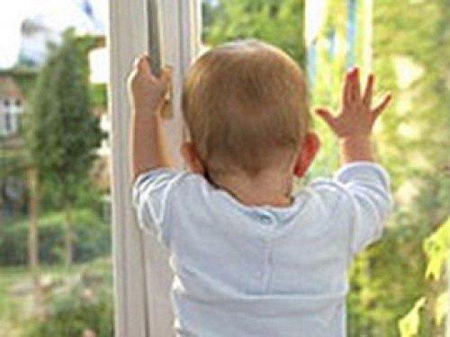 В Ульяновске с 10 этажа выпал двухлетний малыш
